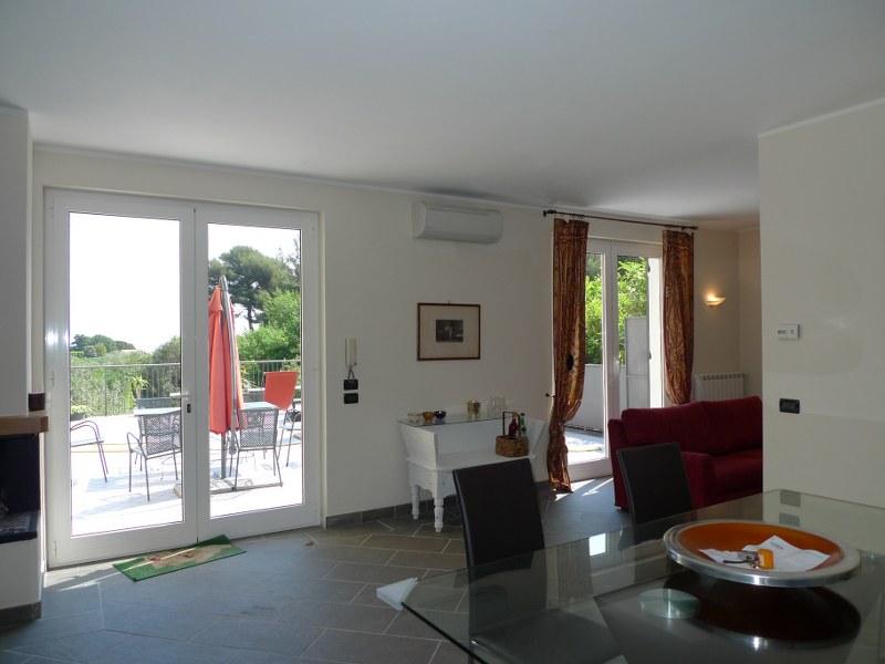 Grande appartamento in villa con terrazzo e posto auto for Appartamenti ristrutturati