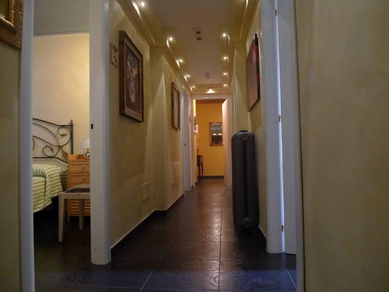 Ampio appartamento ristrutturato nel centro storico case e for Appartamenti ristrutturati