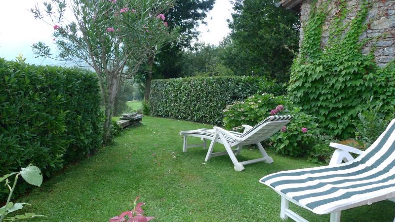 Villetta a schiera nel golf club case e arte agenzia for Progetto giardino villetta