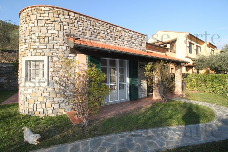 Splendida villa con ampio e soleggiato giardino case e - Arte e giardino ...