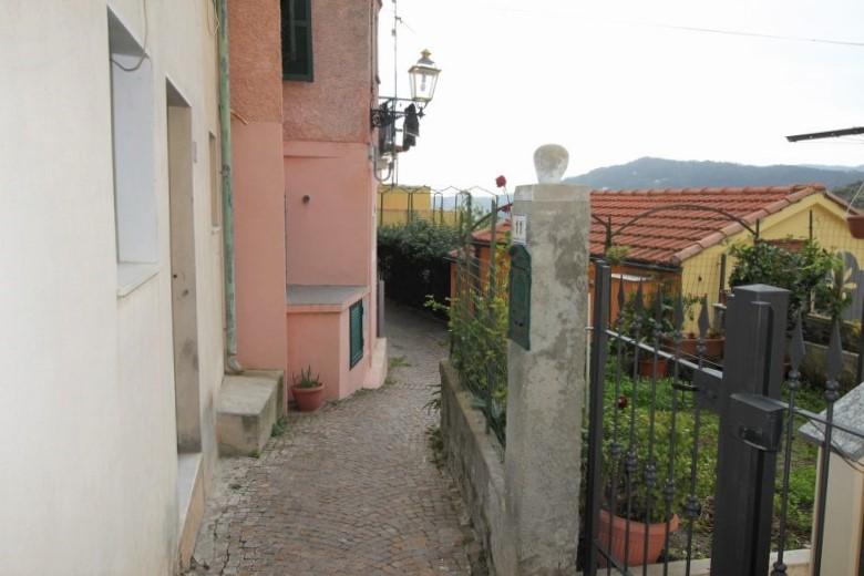 Appartamento su due livelli con magazzino in borgo solva for Costruttori di case su due livelli